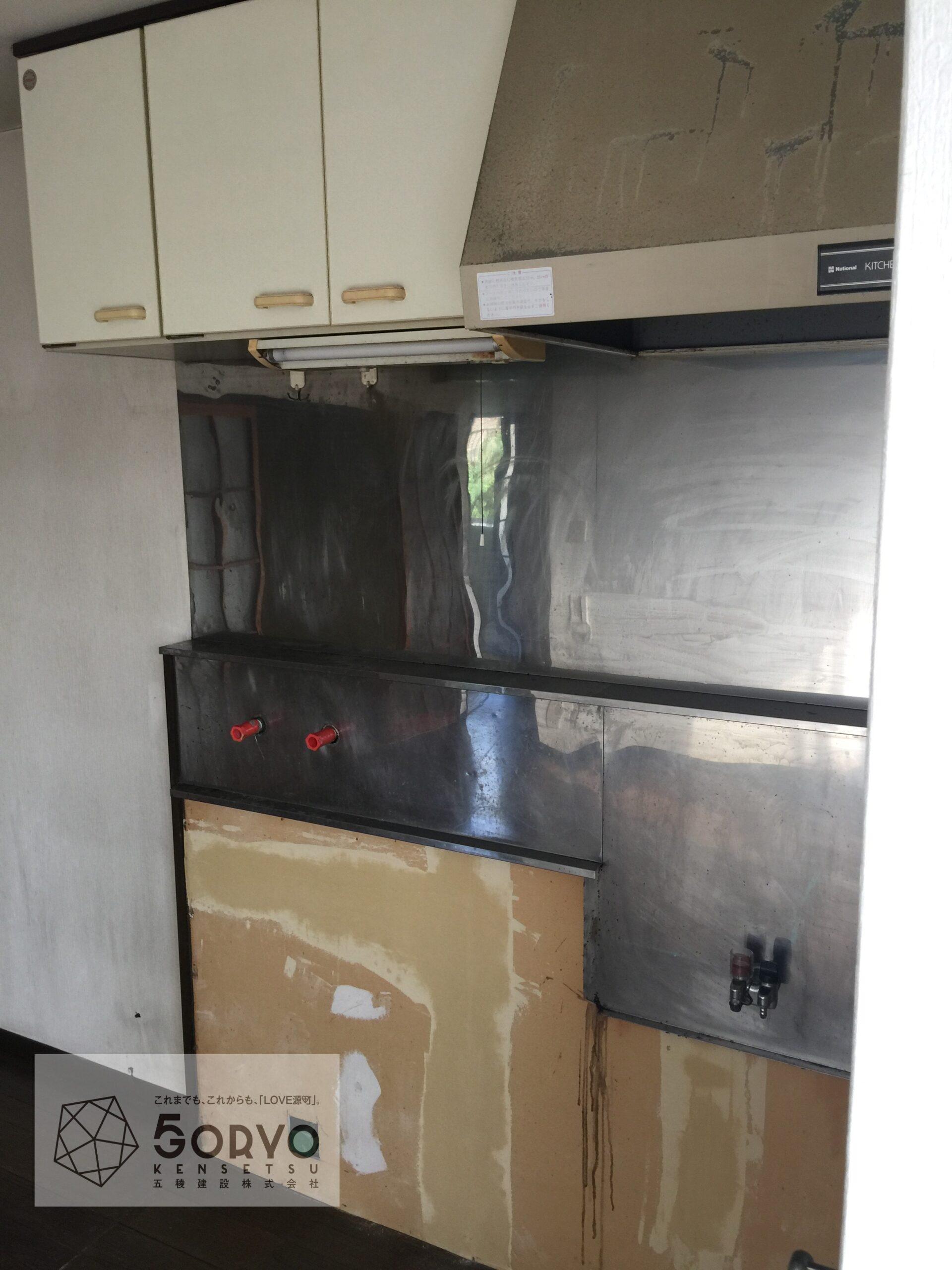 千葉市若葉区 古いキッチンを新しく交換リフォーム:施工前