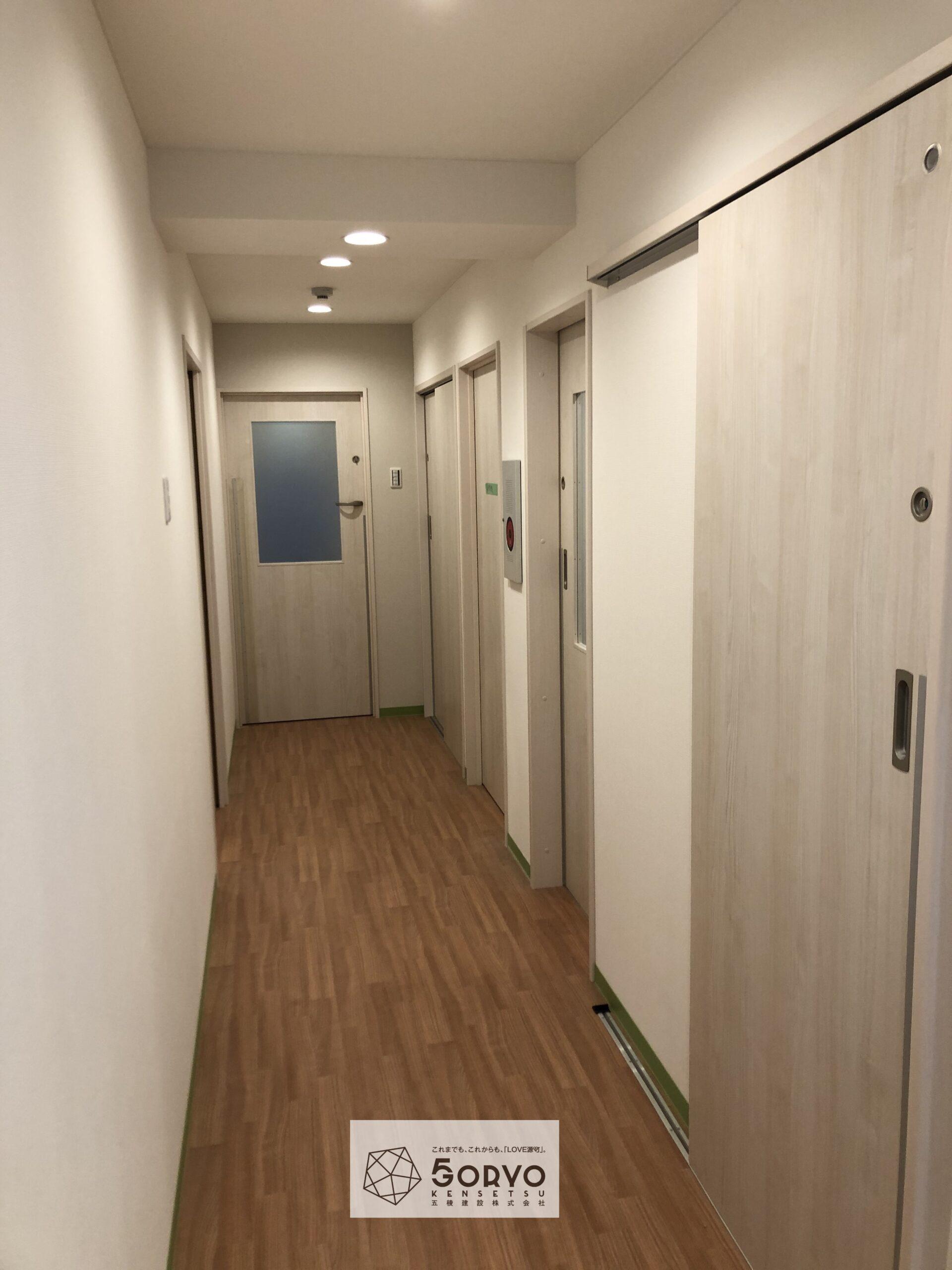 千葉市美浜区ビルを保育園へリノベーション・廊下:施工後
