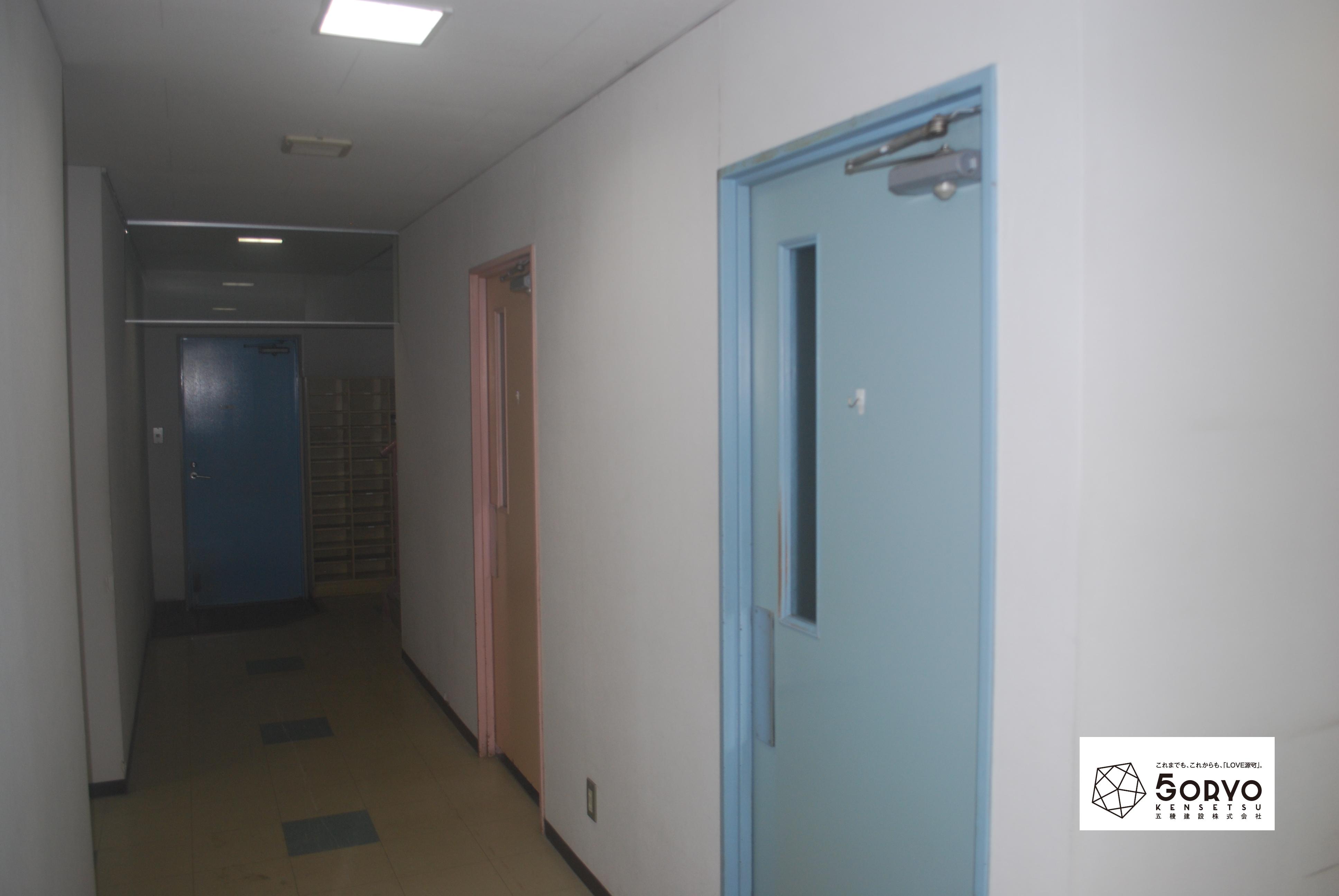 千葉市美浜区ビルを保育園へリノベーション・廊下:施工前