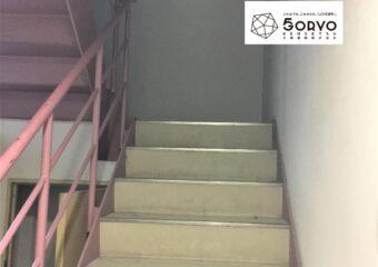 千葉市美浜区ビルを保育園へリノベーション、階段